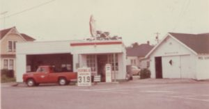 Image of Flying A gas station in 1964 or 65. 2010_40_09